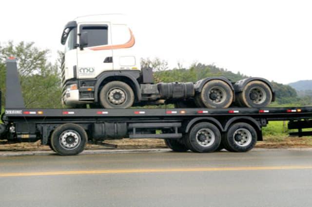 Caminhões Plataforma e Prancha